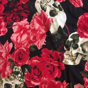 Lularoe NWT Large Skulls Roses Hooded Amber
